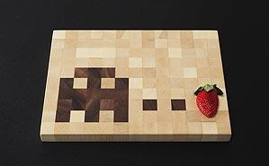 Foto eines Bitboard-Schneidebrettes mit Erdbeere