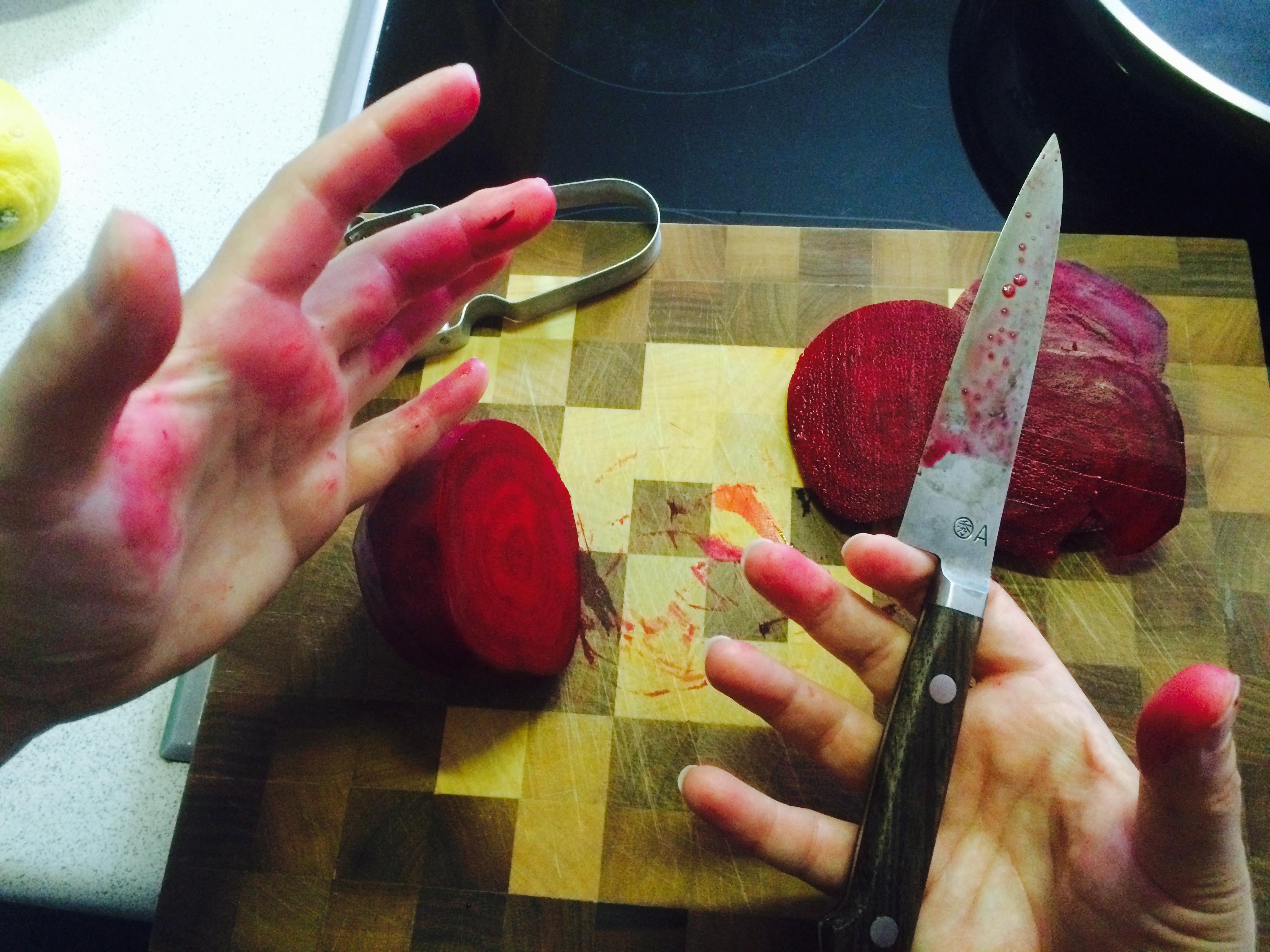 Blutrote Hände mit Randen