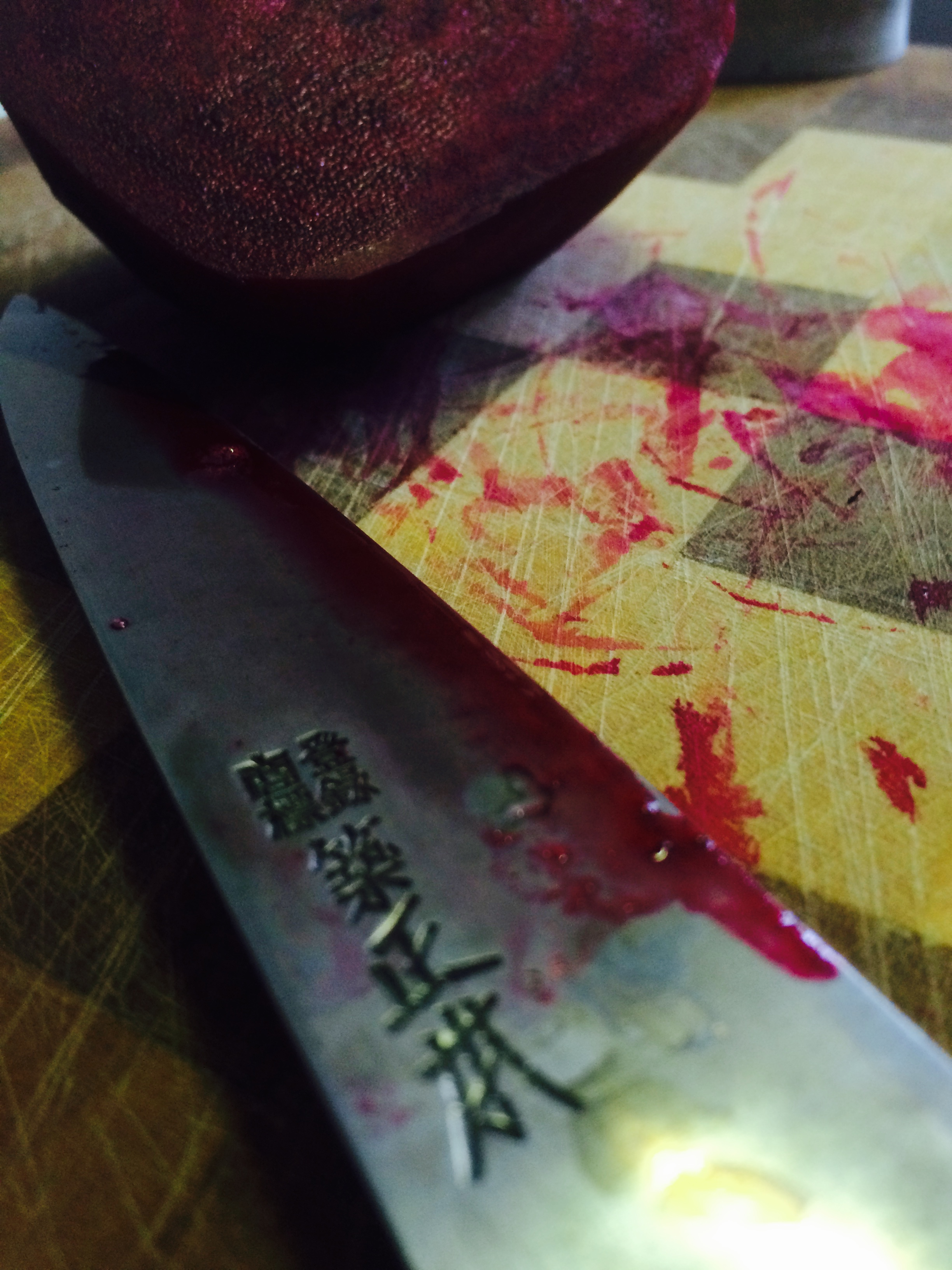 Messerklinge mit Randensaft