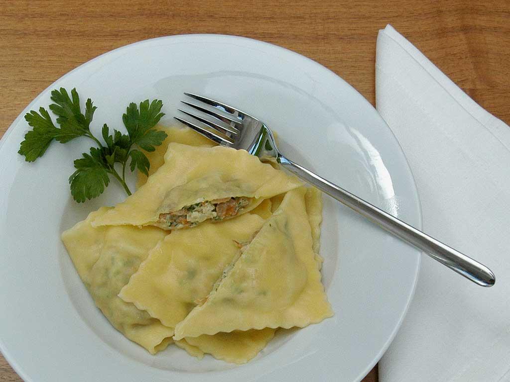 Angerichtet: Ravioli mit Eierschwämmli